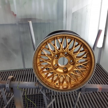 felgi z efektem złotego odlewu 16